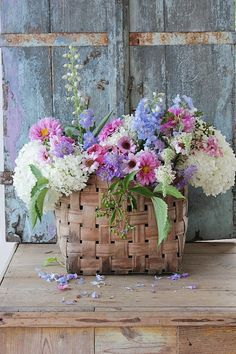 All the things that I find beautiful and want to share. Vibeke Design, Flower Basket, Garden Paths, Lilac, Pink, Beautiful Flowers, Summertime, Planter Pots, Floral Wreath