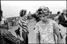New York City, Coney Island (c) Magnum Photos Sleep In Hair Rollers, Work In New York, Diane Arbus, Man Photo, Photo Art, Bobe, Roller Set, Photographs Of People, Coney Island