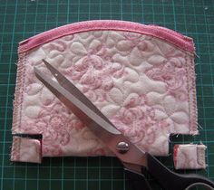 LeKaQuilt: Tutorial in English- How to make an sweet purse.
