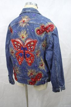 Embellished Lee Denim Jacket This is an amazing denim jacket. A staple of 80s & 90s fashion. The Bedazzled Jacket Complete with rhinestones, sequin appliques, and glitter paint Size 40 Medium - appears to be mens medium - Measurements are equivalent to an XL in misses. Please check measurements against a jacket or blouse from your closet. Measurements: 23 Bust, armpit to armpit 24.25 Sleeve length 20 shoulders - seam to seam 13.25 Length - armpit to hem