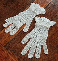 ~1900 Irish crochet lace gloves.