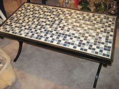 Tile coffee table redo from a rummage sale table. Coffee Table Redo, Tiled Coffee Table, Unique Coffee Table, Coffee Tables, Furniture Repair, Diy Furniture, Diy Projects To Try, Craft Projects, Picnic Tables