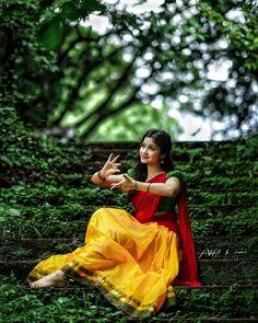 Beautiful Girl Photo, Beautiful Girl Indian, Most Beautiful Indian Actress, Beautiful Actresses, Beautiful Pictures, Indian Photoshoot, Saree Photoshoot, Indian Bridal Sarees, Indian Beauty Saree