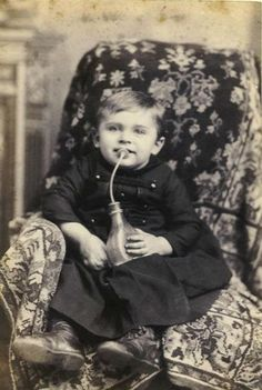 The first glass baby bottle in the U.S. was patented by Charles Windship of Roxbury, Massachusetts in 1841. His design featured a teardrop-shaped bottle with a glass tube coming down from the neck to act as a straw. Attached to the neck was a rubber hose, leading up to a bone mouth guard and a rubber nipple.
