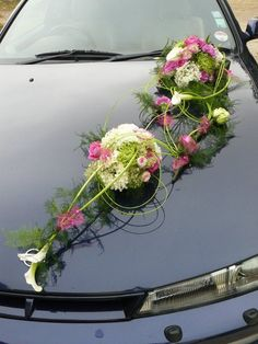 Un modele de voiture de Atelier Floreven . JeweleryandAccessories A car model by Atelier Florevent Bride Bouquets, Floral Bouquets, Floral Wreath, Wedding Car Decorations, Flower Decorations, Bridal Car, Wedding Flowers, Wedding Dresses, Paper Flowers