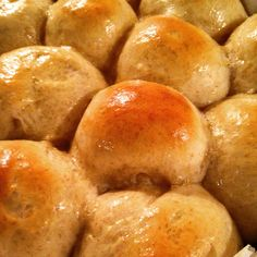 Hello, my name is T and I am a breadaholic. After 15 years of baking my own bread at home I must say I seriously can't imagine my life without it. A bit far-fetched? Not in the slightest. Pretzel Bites, 15 Years, Rolls, Bread, Baking, Vegetables, Food, 15 Anos, Buns