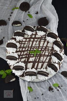 Cheesecake Oreo - CAIETUL CU RETETE Cherry Topping For Cheesecake, Tiramisu Cheesecake, Yummy Treats, Yummy Food, Sour Cherry, Biscuit, Tasty, Sweets, Cookies