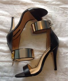 Cuffed open-toe heels.