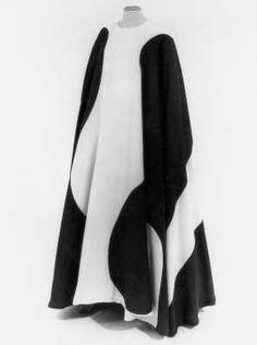CMU  Cirkeljurk (ca. 1970)  Vuokko. Crème katoen, bedrukt met blauwe vormen.