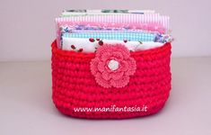 Cestini in fettuccia quadrati schema e tutorial - manifantasia Diy And Crafts, Baby Shoes, Coin Purse, Lily, Basket, Knitting, Poncho, Hobby, Dish Towels