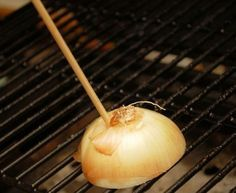 Clean the Grill with an Onion is listed (or ranked) 5 on the list BBQ Hacks Every Grill Master Should Know Bbq Pitmasters, Barbecue, Bbq Grill, Grill Grates, Grilling Tips, Grilling Recipes, Shucking Corn, Best Portable Grill, Clean Grill