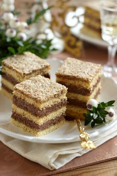 Juditka konyhája: ~ DIÓHABOS CSOKOLÁDÉKRÉMES KOCKA ~ Hungarian Desserts, Hungarian Recipes, Torte Cake, Cake Bars, Opera Cake, Russian Cakes, Sweet Cookies, Cake Recipes, Food And Drink