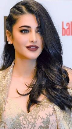 12 Beautiful Images Of Famous South Actress Shruti Hassan Bollywood Hairstyles, Indian Hairstyles, Easy Hairstyles, Undercut Hairstyles, Beautiful Girl Indian, Most Beautiful Indian Actress, Beautiful Actresses, Front Hair Styles, My Hairstyle
