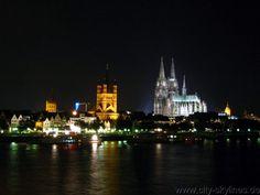 Wunderschöne Kirche am Mexiko-platz in der nähe von der Donau Kirchen, Cathedral, Building, Travel, Mexico, Environment, Pretty Pictures, Nice Asses, Viajes