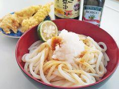 【NO 麺s, NO LIFE.】 今日の当地はお天気も良くて過ごしやすくて、冷し麺が美味しい日和♪ これ以上シンプルな麺はないってくらいシンプルに「冷しうどん・醤油」で昼麺ランチ♪イタリア系広島人ですけぇ、醤油は牡蠣醤油、仕上げはexvオリーブオイル、大根おろし乗せてレモンとか柚子とか柑橘をギュッと絞って、豪快にかき混ぜていただきま〜す♪( ^ω^ )