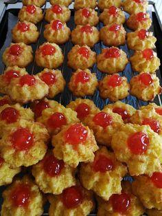 82128886_2884608904923972_1600766188466470912_n Cookbook Recipes, Cake Recipes, Dessert Recipes, Cooking Recipes, Desserts, Biscuits, Greek Sweets, Greek Recipes, Cookie Bars
