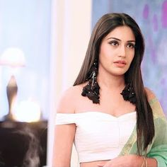 Ishqbaaz Jewellery Trends by Anika & Gauri - Earrings from Ishqbaaz Cute Celebrities, Celebs, Surbhi Chandna, 11. September, Saree Trends, Saree Look, Indian Dresses, Indian Suits, Indian Attire