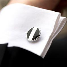 Butoni eleganti pentru camasa, de forma rotunda, realizati din otel inoxidabil. Butonii pot fi purtati la camasa alba de nunta, dar si la alte camasi cu maneca lunga, prevazute cu manseta pentru butoni. Acestia se ataseaza la manseta cu o cheita reglabila. Butonii de camasa au culoare argintie in combinatie cu negru. Se livreaza intr-o cutiuta cadou de forma dreptunghiulara. Aceste accesorii elegante reprezinta o sugestie de cadou pentru mire sau cavaleri onoare. Diametru butoni: 2 cm. Toate… Cufflinks, Fashion, Moda, Fashion Styles, Wedding Cufflinks, Fashion Illustrations