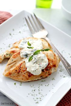 Basil-Feta Sauce Chicken – Flavorful and tangy sauce made with basil, garlic and feta cheese served over deliciously juicy chicken. Ingredients FOR THE CHICKEN 3 tablespoons olive oil 2 yellow … 600 Calorie Meals, Meals Under 500 Calories, Chicken Sauce Recipes, Healthy Chicken Recipes, Healthy Sauce For Chicken, Milk Recipes, Cooking Recipes, Kitchen Recipes, Feta Chicken