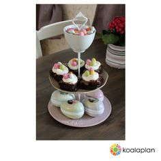 "Blogger inspiration: DIY cake stand by http://smessy.blogg.no using ""crown white"" (www.koalaplan.com)"