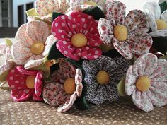 Simple Fabric Crafts You Can Make From Scraps - Diy Crafts Cloth Flowers, Felt Flowers, Diy Flowers, Fabric Flowers, Paper Flowers, Scrap Fabric Projects, Fabric Crafts, Sewing Crafts, Sewing Projects