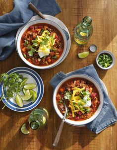 Vegetarian Chili with Grains and Beans Is Your Next Meatless Monday Mealcountryliving Vegetarian Chili, Vegetarian Recipes, Healthy Recipes, Healthy Meals, Nutritious Snacks, Vegetarian Dinners, Vegetarian Sandwiches, Going Vegetarian, Blender Recipes