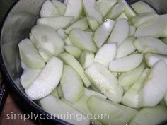 Freezing Apples: Tips and tricks for dry pack, in syrup, and PIE! Apple Recipes, Meat Recipes, Fall Recipes, Crockpot Recipes, Healthy Recipes, Freezing Apple Pie, Freezing Apples, Freezing Vegetables, Fruits And Veggies