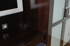 Opravený a vyleštěný starý lak na dřevěném nábytku / Repaired and polished old lacquer on wooden furniture, #oprava, #lakování, #dveře, #zárubně, #obložky, #repair, #Instandsetzung, #Reparatur, #furniture, #Möbel