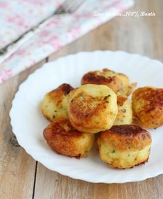 Patties with parsley and cheese - Essen Good Food, Yummy Food, Parsley, Nom Nom, French Toast, Muffin, Food And Drink, Appetizers, Potatoes