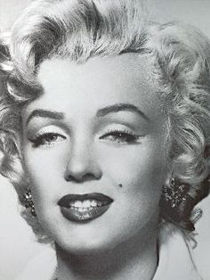 A classic black and white portrait of the lovely and iconic Marilyn Monroe makes this wall mural a stunning addition to any room. x 4 Panel Mural Paste Included Vinyl Coated Paper Marilyn Monroe Portrait, Marilyn Monroe Fotos, Marilyn Monroe Makeup, Photo Portrait, Portrait Art, Hollywood Glamour, Old Hollywood, Hollywood Actresses, Cinema Tv