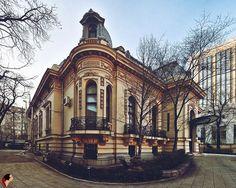 DincoloDeFatade Casa Assan / Casa Oamenilor de Ştiinţă, București. Paris, Bucharest Romania, Traditional House, Old Houses, Barcelona Cathedral, Luxury Homes, Architecture Design, Beautiful Places, Exterior