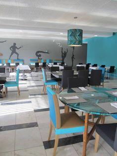 Restaurante Ginásio Clube Português: Salas de jantar modernas por MARIA ILHARCO DE MOURA ARQUITETURA DE INTERIORES E DECORAÇÃO