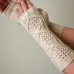 Ravelry: Piuma pattern by Heather Zoppetti