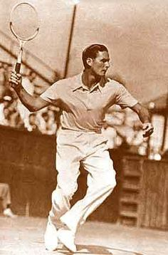 Hollywood RACKET-eer: When did Errol Flynn not look good? (Okay there was a time,) but he sure was an attractive actor for many years. Here, he's equally attractive and athletic in motion on the tennis court. Errol Flynn, Old Paris, Old London, Actors Male, Olivia De Havilland, Film Strip, Vintage Hollywood, Classic Hollywood, Film Music Books