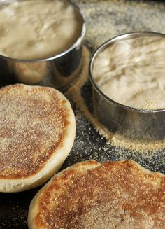 English muffin recipe - an old school, real English recipe using the griddle. English Muffin Recipes, Homemade English Muffins, English Food, Traditional English Muffin Recipe, My Favorite Food, Favorite Recipes, Griddle Recipes, Bread And Pastries, Bread Baking