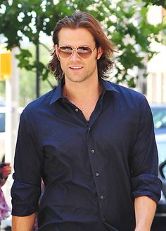 Supernatural star Jared Padalecki was out and about in SoHo, New York on Saturday (August Jared was looking casually hot as usual, even giving us a Jared Padalecki Supernatural, Jensen Ackles Jared Padalecki, Jensen And Misha, Supernatural Sam, Supernatural Seasons, Supernatural Wallpaper, Winchester Boys, Winchester Brothers, Misha Collins