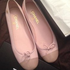 Chanel flats Nude Very good condition with her box europe size 40 CHANEL Shoes Flats & Loafers