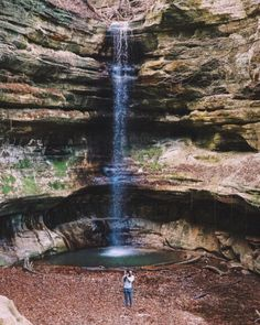 If you're looking for the best hiking near Chicago, then these are the places to go. The trails are beautiful and contain waterfalls and amazing scenery! Places To Travel, Places To See, Travel Destinations, Hiking Near Chicago, Starved Rock State Park, Camping In Ohio, Camping Gear, Backpacking, United States Travel