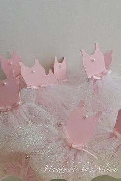 Hola a todos espero tengan un buen día...!!   Definitivamente me encanta hacer tarjetas para fiestas temáticas y si son para niños muchisim... Ballerina, Hair Band, Ballet, Alice, Bb, Shower, Doll, Making Cards, Happy Birthday Cards