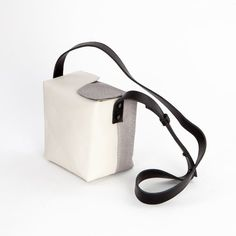 A minimalist, monochrome lunchbox-style bag is anything but square. #etsy