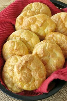 The BEST Keto Cloud Bread uses ricotta cheese and fresh garlic that makes it DELICIOUS! Perfect for sandwiches and pizza The BEST Keto Cloud Bread uses ricotta cheese and fresh garlic that makes it DELICIOUS! Perfect for sandwiches and pizza Recipes Using Ricotta Cheese, Recipe Using Ricotta, Zucchini Bread Recipes, No Carb Cloud Bread, Low Carb Bread, Keto Bread, Breakfast Recipes, Snack Recipes, Meatless Recipes