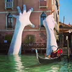 Support: Giant Hands Rise From A Canal In Venice To Send A Powerful Message About Climate Change, Lorenzo Quinn sculptor