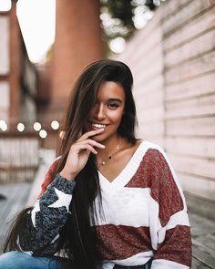 Marta Diaz alphasniper grefg Famous Youtubers, Foto Instagram, Girl Crushes, Martini, Photoshoot, Poses, Actors, Long Hair Styles, Pretty