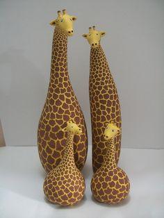 Girafas feitas de cabaça, vários tamanhos.  Na foto a pequena tem 18 cm de altura e custa R$ 32,00   grande tem 35 cm de altura e custa R$ 82,00