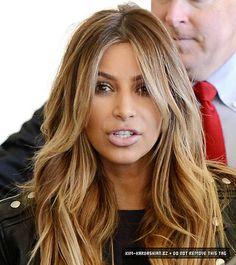 Dislike her.love her hair Khloe Kardashian Hair Short, Brunette Hair, Blonde Hair, Wedding Hair Colors, Gorgeous Hair Color, Corte Y Color, Honey Hair, Hair Color Caramel, Hair Color And Cut