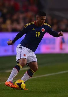 Teofilo Gutierrez, Football Players, Soccer, Plate, River, Running, Baseball Cards, Colombia, Argentina