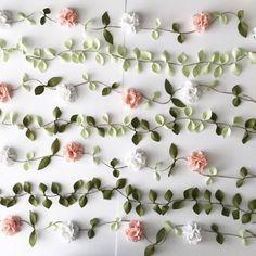 Felt Flower Garlands and Foliage Garlands mixed together 🌱 Fall Leaf Garland, Greenery Garland, Felt Garland, Floral Garland, Diy Garland, Garland Wedding, Flower Garlands, Garden Bunting, Outdoor Bunting