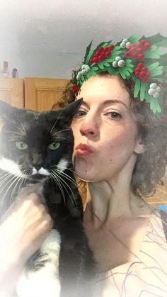 Cute! Roundup: Christmas portraits two-legged cats bear hugs and more!