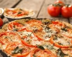Tarte froide tomates et chèvre : http://www.cuisineaz.com/recettes/tarte-froide-tomates-et-chevre-48122.aspx