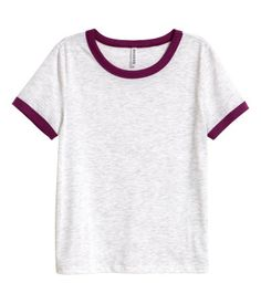 Light gray. Short T-shirt in soft jersey with contrasting trim at neckline and cuffs.